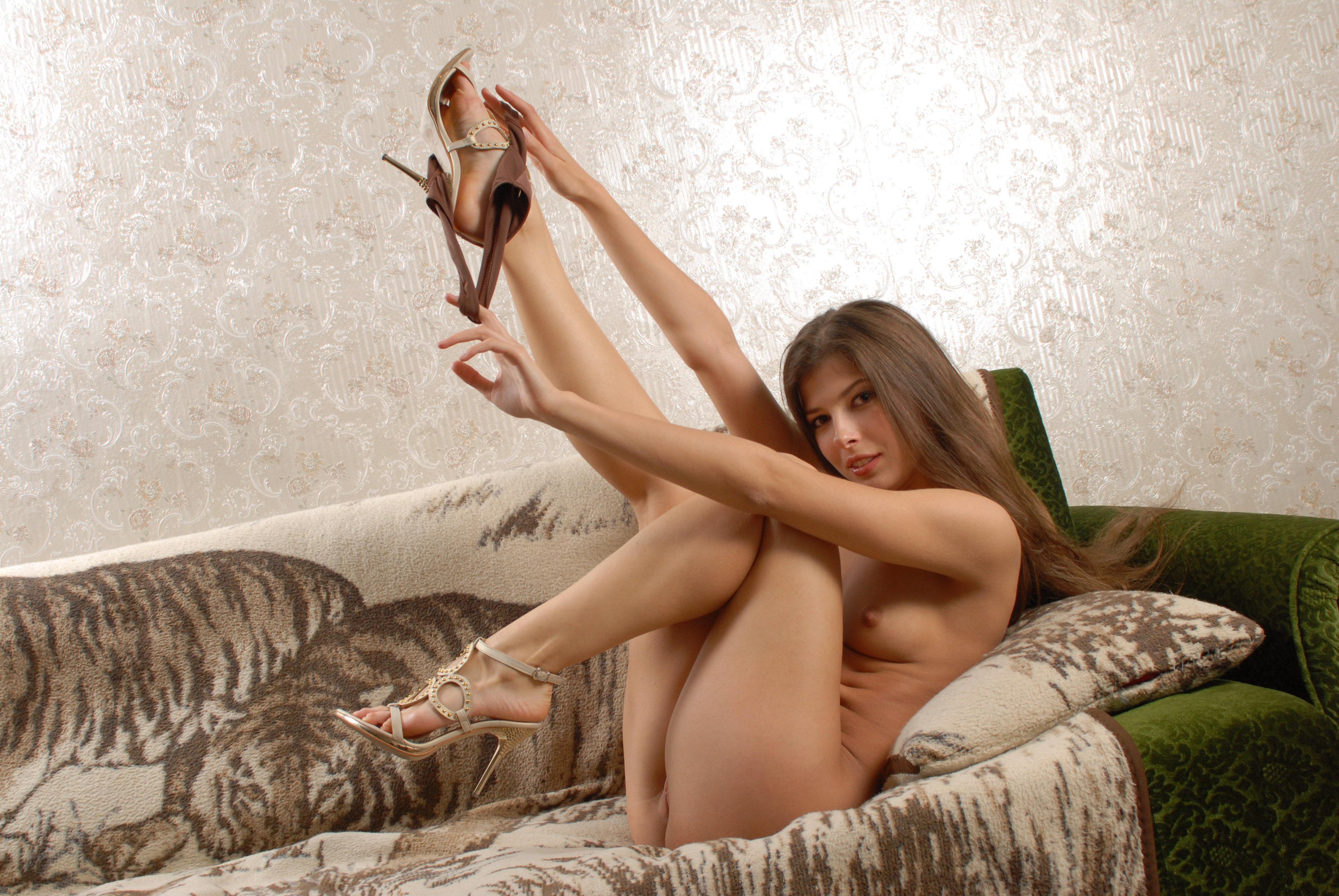 Эротика дома на диване, Порно На диване -видео. Смотреть порно онлайн! 10 фотография