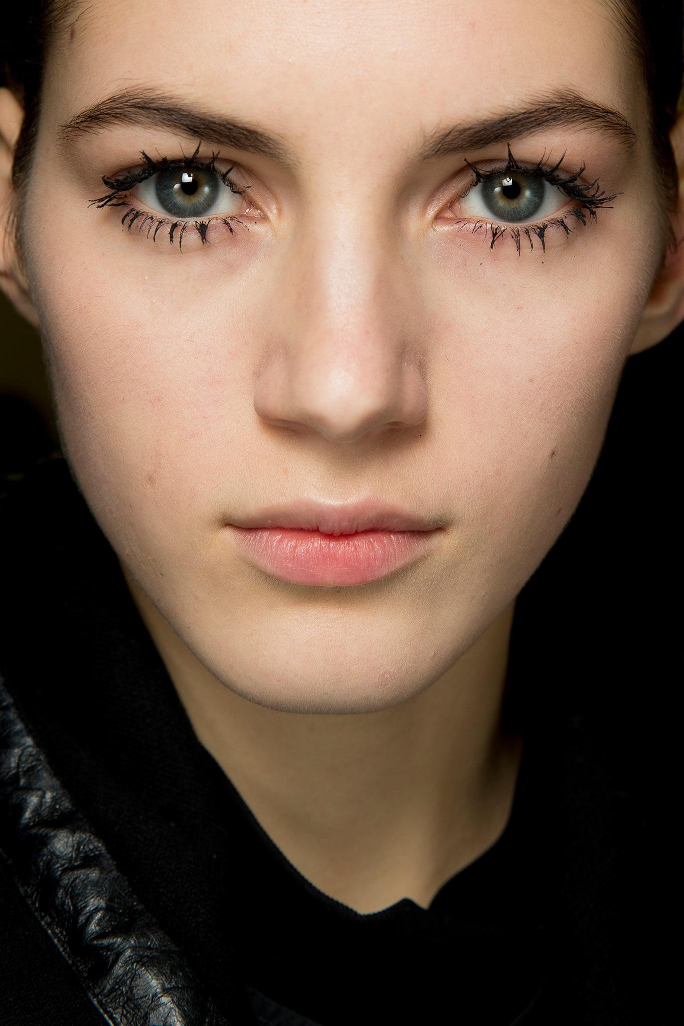 Глаза с макияжем и без