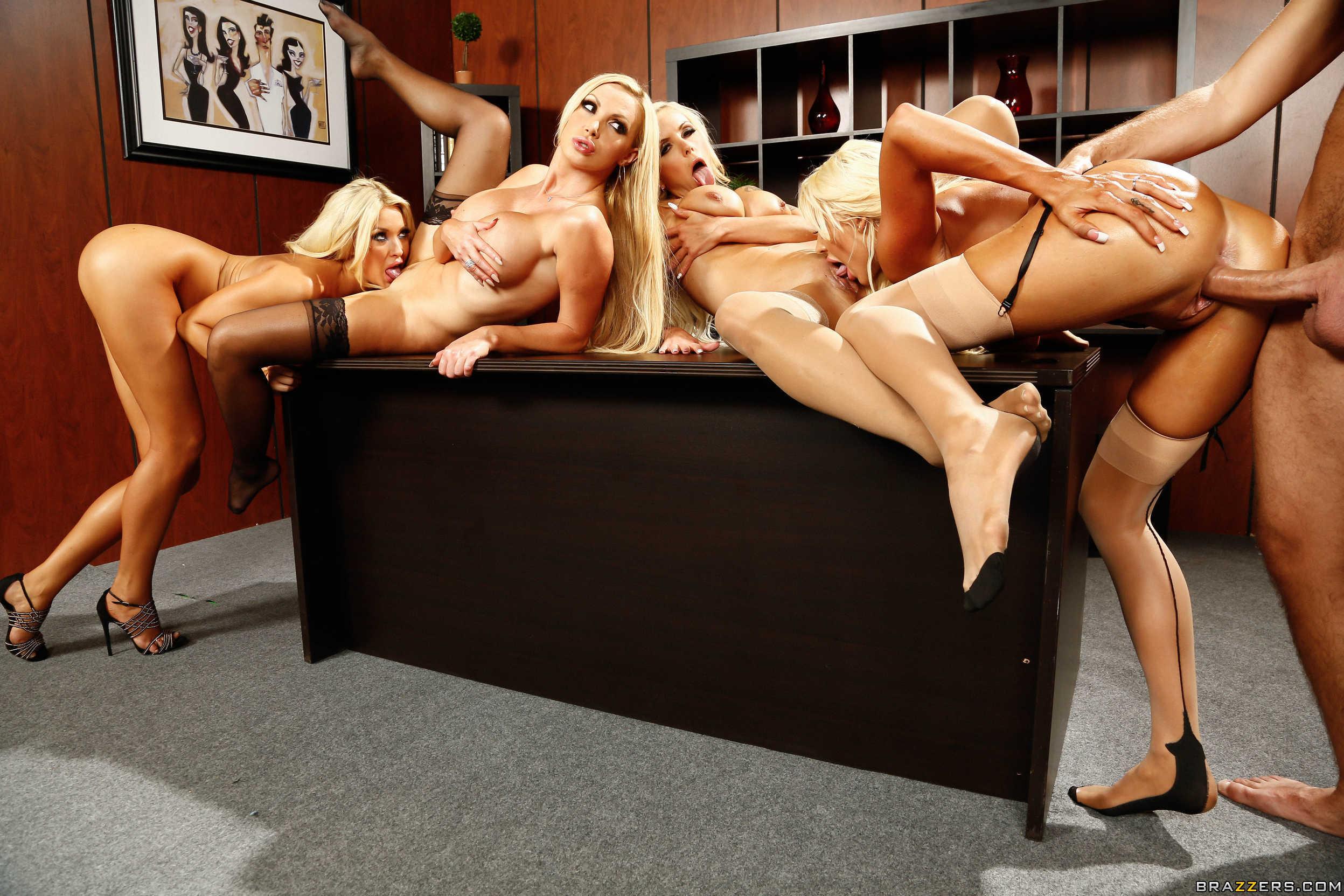 Секс в офисе с работниками 31 фотография