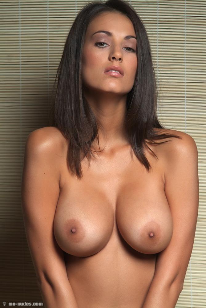 красивые голые груди фото бесплатно