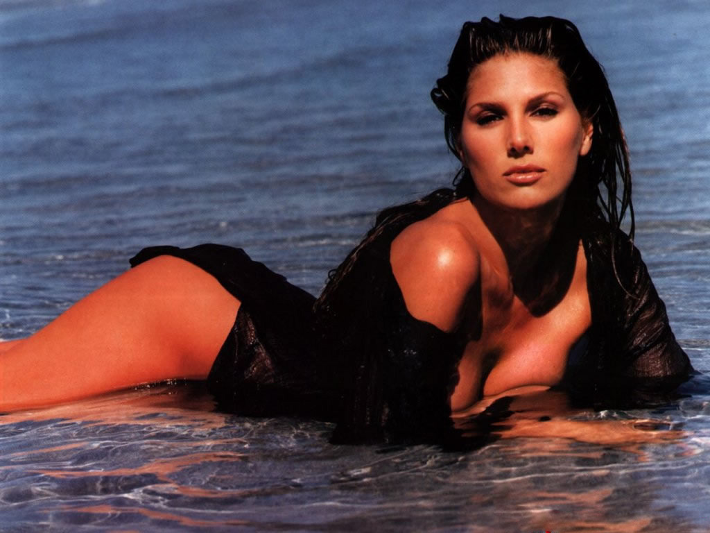 daisy fuentes model 15
