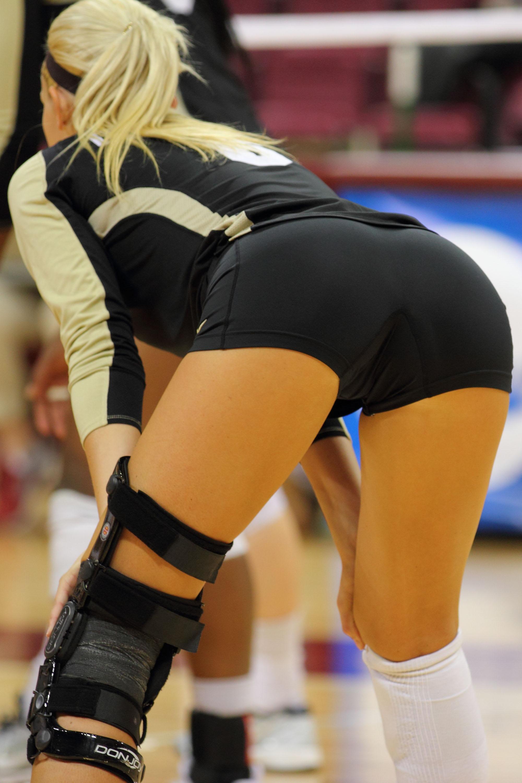 Тренер и волейболистки порно 12 фотография