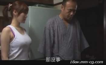 [短片]和自己的媳婦搞曖昧,等兒子出門就直接把媳婦給操了[中文字幕]