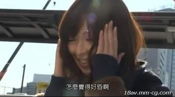 [短片][中文]正妹被騙喝摻有春藥的飲料,發起春意識模糊被帶上車強姦最後被內射!
