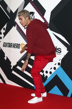 24379566_Justin_Bieber_attends_the_MTV_E