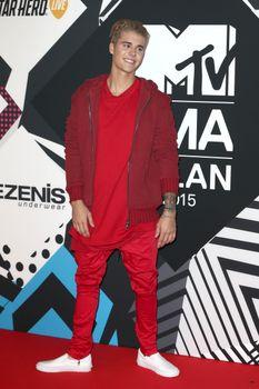 24379570_Justin_Bieber_attends_the_MTV_E