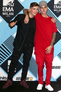 24380829_Justin_Bieber_attends_the_MTV_E