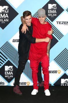 24380830_Justin_Bieber_attends_the_MTV_E