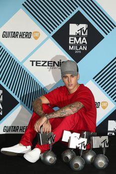 24380831_Justin_Bieber_attends_the_MTV_E