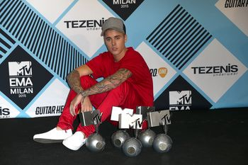24380832_Justin_Bieber_attends_the_MTV_E