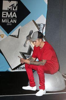 24380834_Justin_Bieber_attends_the_MTV_E