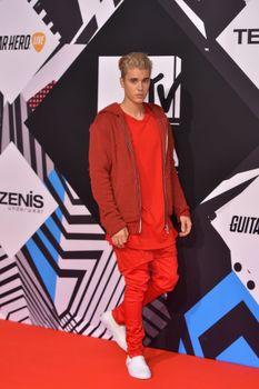 24380836_Justin_Bieber_attends_the_MTV_E