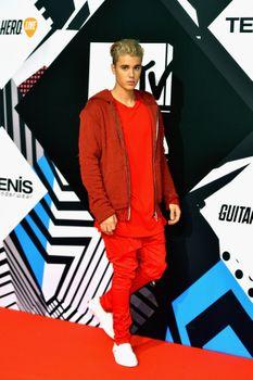 24380840_Justin_Bieber_attends_the_MTV_E