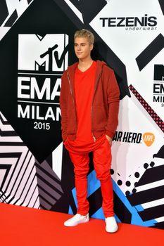 24380845_Justin_Bieber_attends_the_MTV_E