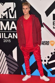 24380846_Justin_Bieber_attends_the_MTV_E