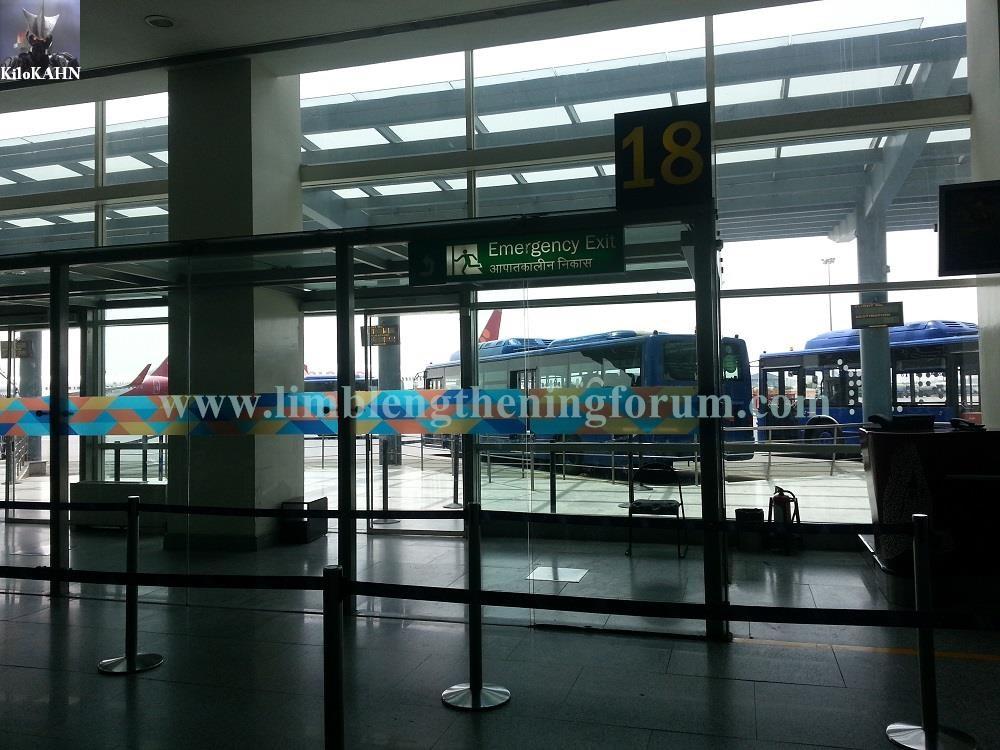 airport d waiting