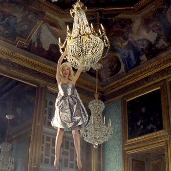 Le monogramme ou chiffre de Marie-Antoinette - Page 2 20061561_Dior-Addict-wonDiorland-5_carre