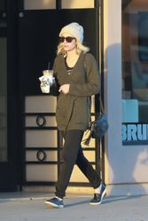 Emma Roberts - out in Hollywood 05 Feb 2015 -x9