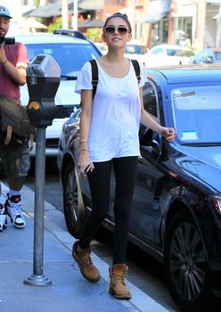 24275909_Madison_Beer_is_spotted_out_in_